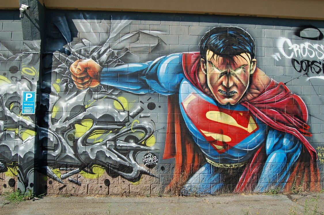 ציורי קיר של סופרמן ובאטמן מדפי ממו