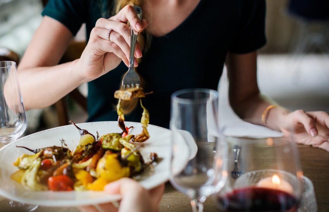 גם אם לא יצאתם למסעדת בריאות, תוכלו לאכול בריא – בחוץ ובבית!